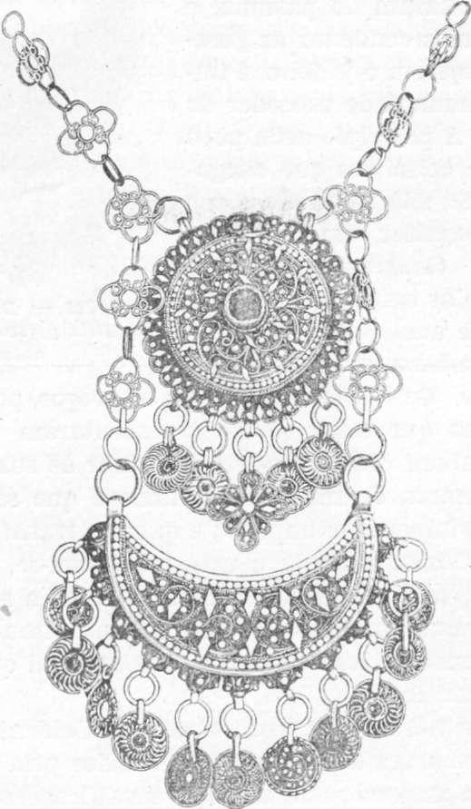 Fig. 287 — Adereço árabe em prata (Síria); fotografia do autor.