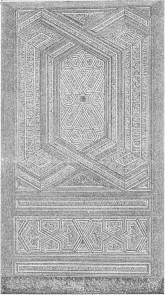 Fig. 290 — Antiga porta árabe do Cairo,fotograjada pelo autor.
