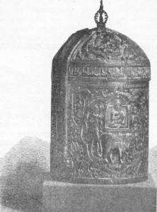 F;y. 323 — Cofre de marfim esculpido do século XII. Estilo indo-árabe (Museu de Kensiington).
