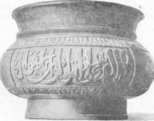 Fig. 325 — Vaso de bronze de estilo sino-árabe (coleção Schejer).