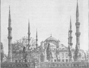 Fig. 360 — Fachada principal da mesquita do sultão Achmet, em Constantinopla.