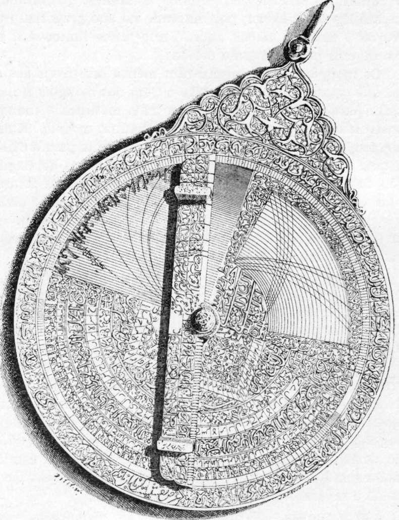 Fig. 230 — Face anterior de um astrolábio árabe, conservando na Biblioteca Nacional de Paris, segundo uma fotografia.