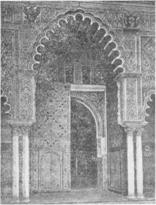 Fig. 316 — Uma das portas do pátio das Donzelas no alcáçar de Sevilha, segundo uma fotografia de Laurent.