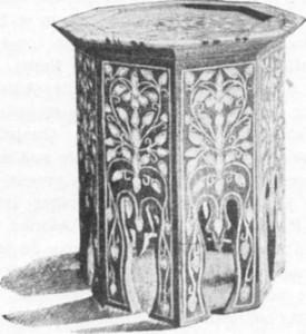 Fig. 366 — Tamborete de madeira incrustada de nácar, de Damasco.