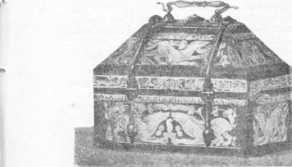 Fig. 296 — Cofre do sáculo XI estilo persa-árabe (Museu Espanhol de Antigüidades).
