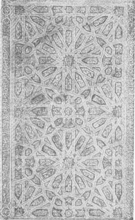 Fig. 292 — Almofada de uma porta de madeira da sala dos Embaixadores, no alcáçar de Sevilha. (Museu Espanhol de Antiguidades).