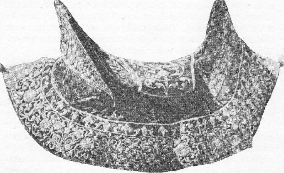 Fig. 243 — Antiga sela árabe (Museu Real de Madrid); segundo uma fotografia de Laurent.