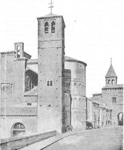 Fig. 310 — Torre árabe da igreja de Santiago, em Toledo, segundo fotograjia.